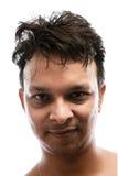 Portret van het knappe jonge Indische mens glimlachen stock foto's