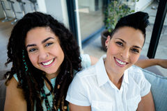 Portret van het lesbische paar glimlachen Royalty-vrije Stock Fotografie