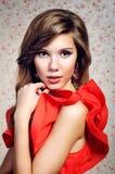 Portret van het meisje in een rode kleding Royalty-vrije Stock Afbeelding