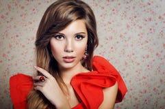 Portret van het meisje in een rode kleding Royalty-vrije Stock Fotografie