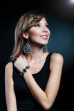 Portret van het meisje op een zwarte achtergrond Royalty-vrije Stock Fotografie