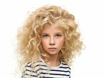 Portret van het mooie die kind op wit wordt geïsoleerd stock foto