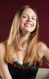 Portret van het mooie jonge vrouw glimlachen Stock Foto's