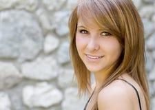 Portret van het mooie jonge vrouw glimlachen royalty-vrije stock afbeelding