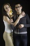 Portret van het mooie paar stellen in studio Stock Foto's
