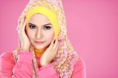 Portret van het mooie vrouw dragen hijab royalty-vrije stock foto