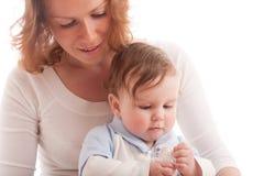 Portret van het parenting van moeder met babyjongen Royalty-vrije Stock Afbeelding