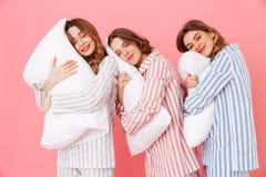 Portret van het positieve mooie jonge meisjesjaren '20 kleurrijk dragen Stock Fotografie