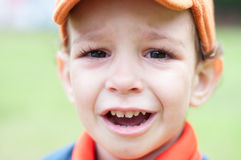 Portret van het schreeuwen weinig jongen Stock Afbeelding