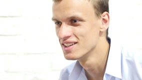Portret van het succesvolle Zakenmanondernemer glimlachen stock footage