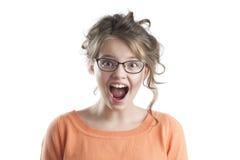 Portret van het verraste mooie meisje in glazen voor visie Stock Afbeeldingen