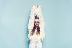 Portret van het vrolijke manier hipster meisje gaan Stock Fotografie