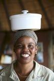 Portret van het zwarte Afrikaanse vrouw werken in eersteklas loge in B Royalty-vrije Stock Fotografie