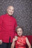 Portret van hoger paar in traditionele Chinese kleding royalty-vrije stock afbeeldingen