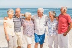 Portret van hogere vrienden bij het strand Royalty-vrije Stock Foto