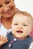Portret van hogere vrouw met baby stock afbeeldingen