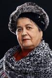 Portret van hogere vrouw met sjaal Royalty-vrije Stock Afbeelding