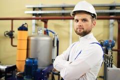 Portret van industriële ingenieur op gas en olieplant stock foto's
