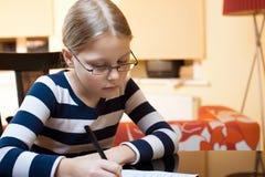 Portret van jaar 9-10 oud schoolmeisje Stock Afbeeldingen