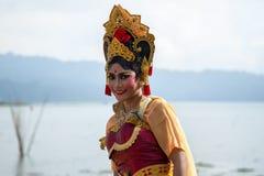Portret van Jong Balinees traditioneel meisje in Tweelingmeerfestival in Bali, Indonesië Juni 2018 royalty-vrije stock afbeeldingen
