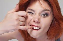 Portret van jong meisje met slechte manier Stock Foto