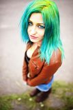Portret van jong meisje op het festival van de holikleur stock foto