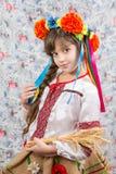 Portret van jong meisje in traditionele Oekraïense stijl stock foto