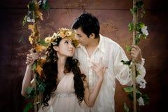 Portret van jong paar dat elkaar kust Stock Fotografie