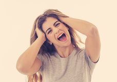 Portret van jonge aantrekkelijke vrolijke vrouw met het glimlachen gelukkig gezicht Menselijke uitdrukkingen en emoties stock foto's