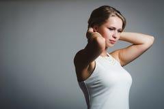 Portret van jonge aantrekkelijke vrouw Stock Foto