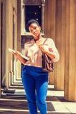 Portret van Jonge Afrikaanse Amerikaanse Onderneemster in New York Stock Foto
