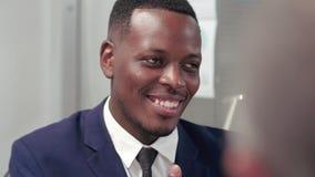 Portret van jonge afro Amerikaanse advocaat stock video