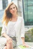 Portret van jonge bedrijfsvrouw stock foto's