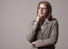 Portret van jonge bedrijfsvrouw in de glazen Stock Afbeeldingen