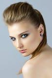 Portret van jonge blondevrouw Stock Foto's