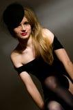 Portret van jonge dame in zwarte Stock Foto's