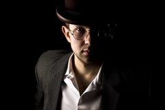 Portret van jonge en aantrekkelijke heer in het retro stijl dragen Royalty-vrije Stock Fotografie