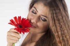 Portret van jonge en aantrekkelijke vrouw Stock Afbeelding