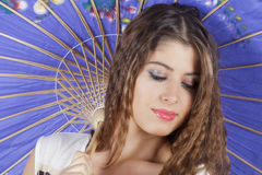 Portret van jonge en mooie bruine haarvrouw Royalty-vrije Stock Foto's