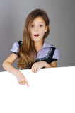 Portret van jonge, langharige, verraste meisjes Royalty-vrije Stock Foto
