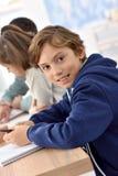 Portret van jonge leerlingen op school stock afbeelding