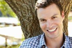 Portret van jonge mens het glimlachen Stock Fotografie