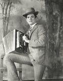Portret van jonge mens het spelen harmonika stock fotografie