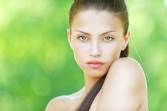 Portret van jonge mooie vrouw stock fotografie