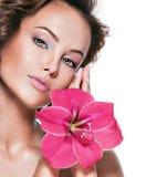 Portret van jonge mooie vrouw met een gezonde huid van fac Royalty-vrije Stock Afbeeldingen