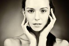 Portret van jonge mooie vrouw met gezonde huid stock afbeeldingen