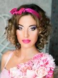 Portret van jonge mooie vrouw in poppenstijl Royalty-vrije Stock Foto's