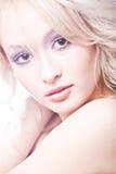 Portret van jonge nadenkende blonde vrouw Royalty-vrije Stock Foto
