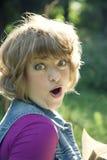 Portret van jonge verbaasde vrouw Stock Fotografie
