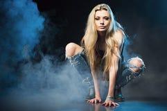 Portret van jonge verleidelijke vrouw Stock Afbeelding